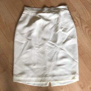 ✨LORD AND TAYLOR CREAM PENCIL SKIRT